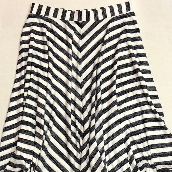GAP Dresses & Skirts - New Gap Full Skirt Blue White Stripe Sz L